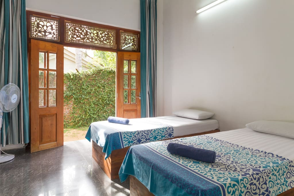 Hostel first colombo airport twin chambres d 39 h tes for Chambre airport