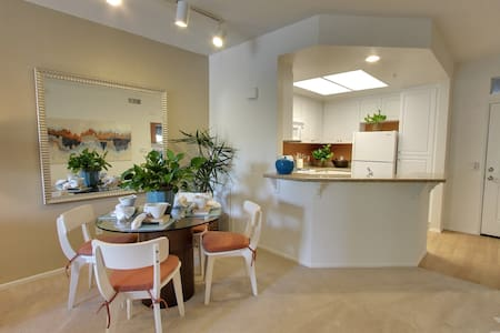 Best cozy home in Irvine, eazy shopping, fun, work - Irvine - Apartment