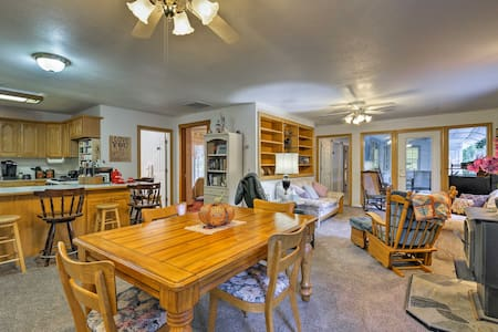 Caldwell Cottage w/ Patio Near Vineyards & Golf!