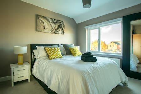Well Presented Double Bedroom