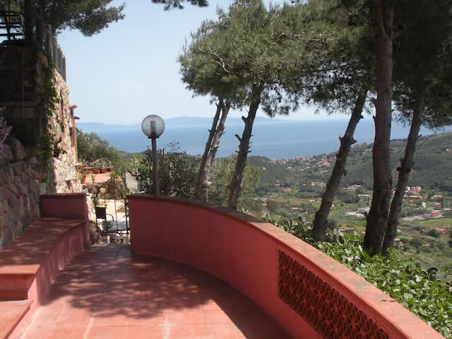 Two-roomed apartment in a small villa, x5 with a sea view from the large terrace