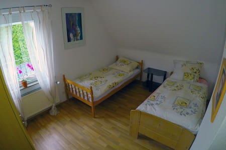 2x Private rooms 4 Person/ Stadtnah und Edylisch - Pattensen - Aamiaismajoitus