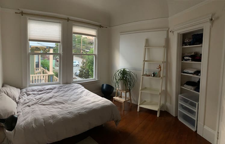 Bright room in the center of Noe Valley / Castro