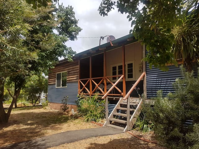 Dwellingup Family Fun. Sleeps 8, Games Room, Plus!