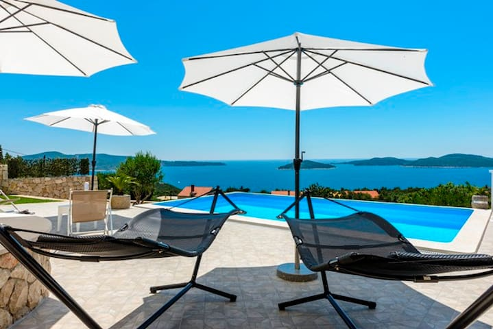 APARTMENT SILVI 2 FOR 5 PERSONS WITH SHARED POOL