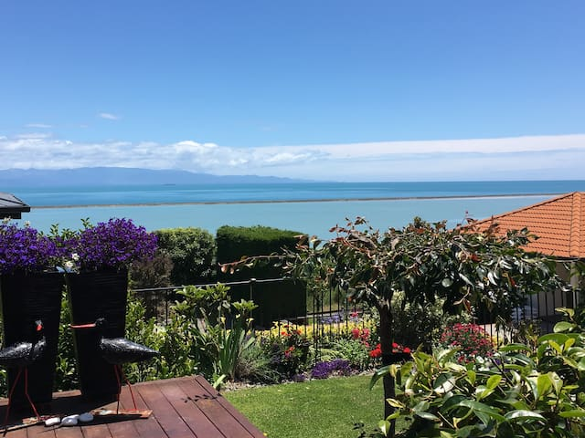 Beautiful sea views from quiet warm home - Nelson