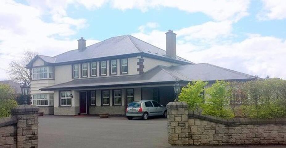 Beautiful guest house opposite Castlebar Golf Club - Castlebar - Gästehaus