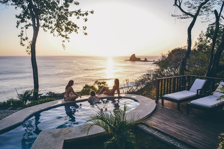 VILLA TORTUGA - 180° bay view - Surfers Paradise