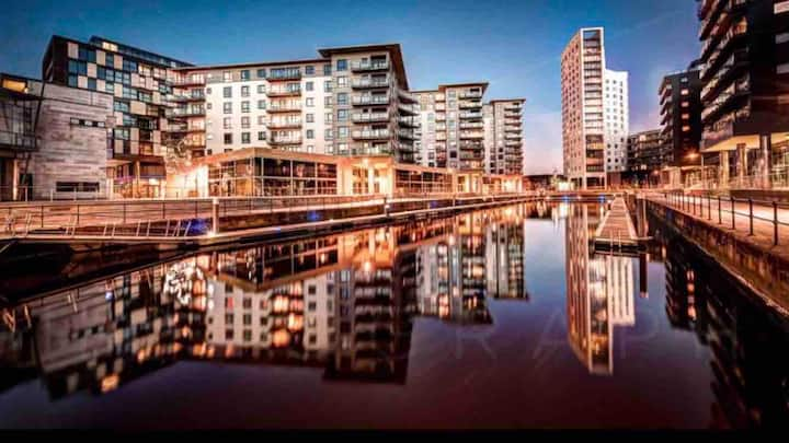 Luxury One Bed Penthouse Overlooking Leeds Dock!