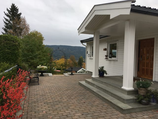 Near Oslo/Airport/Nat/1-5p or 1-2 couples, Wifi/TV