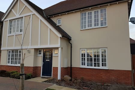 Stylish, modern 4-bed detached home - Colchester - Ház