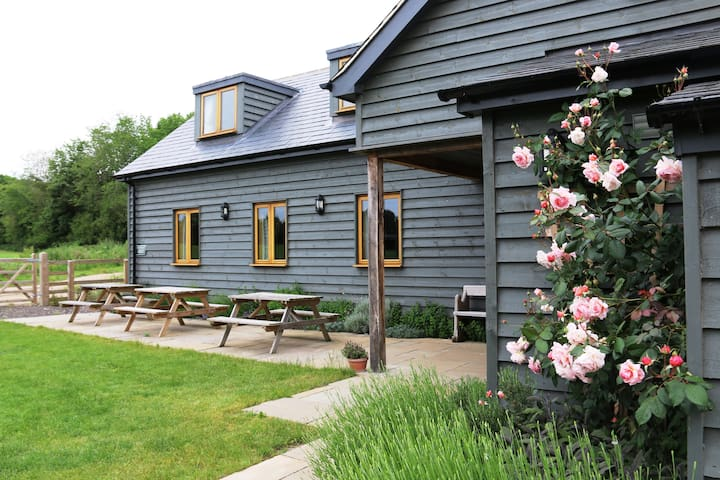 Old Brooder bunkhouse on Suffolk farm sleeps 20