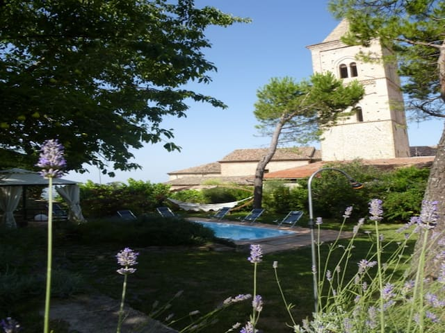 Villa with A Stunning View to the Sibillini - Penna San Giovanni
