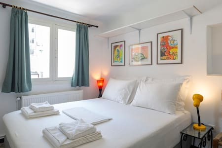 Enticing roof top studio in Athens city centre!