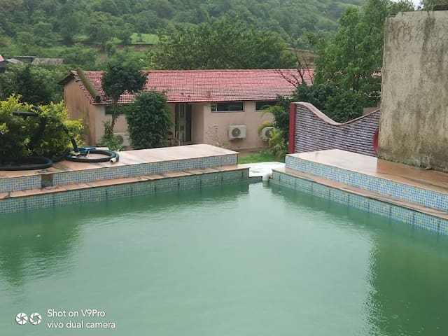 Lonavala 6 Single AC Rooms with Swimming Pool