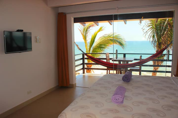 Amazing Ocean View with King Bed!! + Aircon (J)