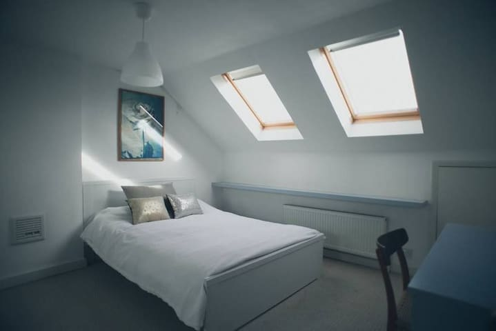 A  Large Accommodation in South-WEST London