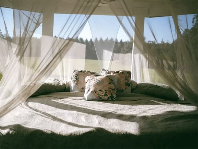 Romantic Hanging Netted King Bed Glamping