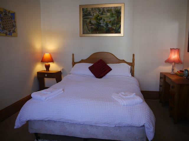 Villa Mariposa- Beautiful home & Comfy bedroom - Napier - Bungalow