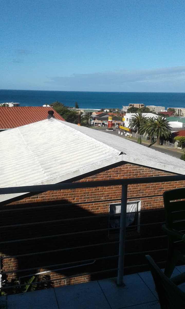 Self Catering Apartment8 with a beautiful sea view