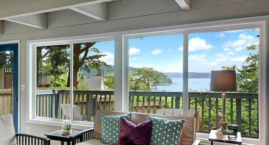 Private Water-view Cottage+1/4 acre +Walk2Beach