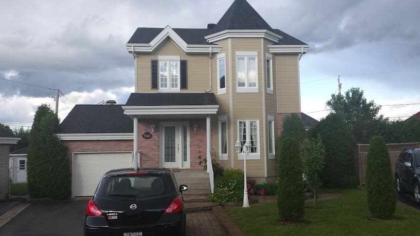 prestige area, 25 min from montreal - Boisbriand - House