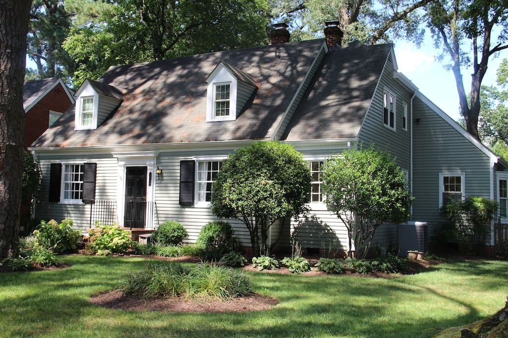 Enjoy this comfortable home near all the best shopping, restaurants, and attractions in Richmond.