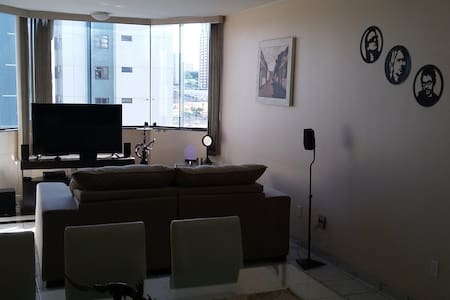 Cozy room near subway station, safe neighborhood. - Brasília - Apartamento