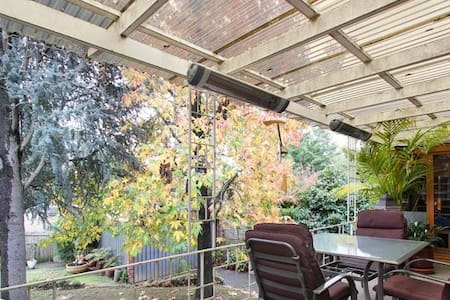Pvt Room & Sauna in dog owned house - Mitcham - Huis