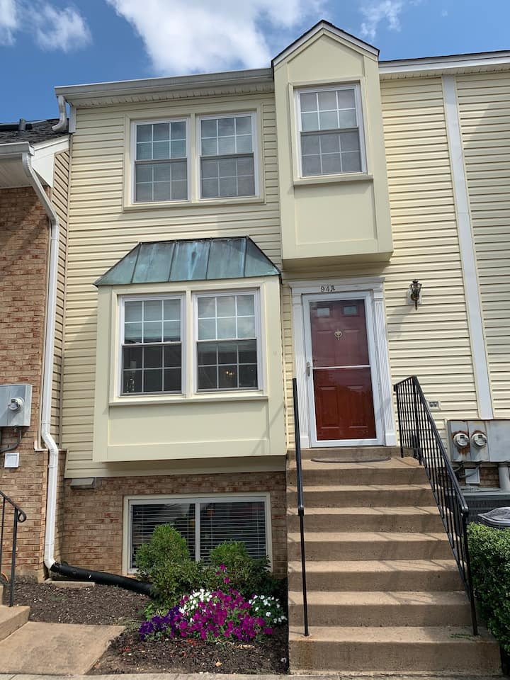 Townhouse in VA just minutes from Washington, DC