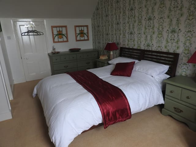 Meikle Cantlay Farmhouse B&B