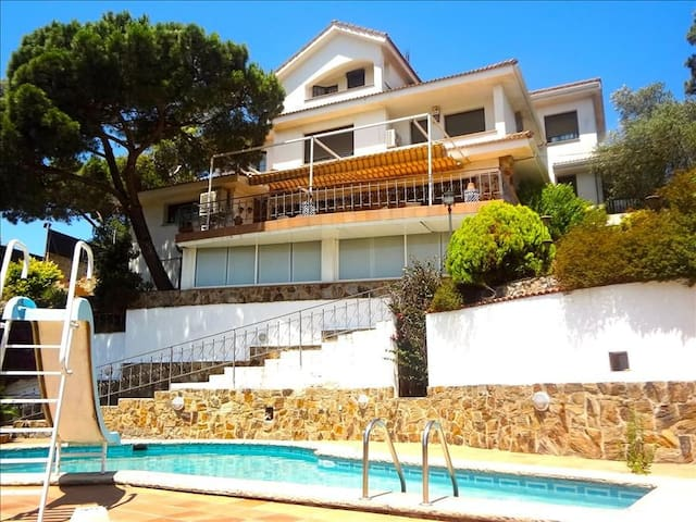Villa Maravilloso for 10 guests between Barcelona and Girona - Barcelona Region - Vila
