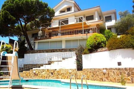 Villa Maravilloso para 11 huéspedes, situada entre Barcelona y Girona - Barcelona Region - Villa