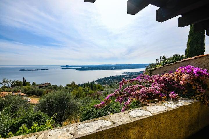 Con moderno estilo y vistas al lago de Garda - Villa Dolcevita