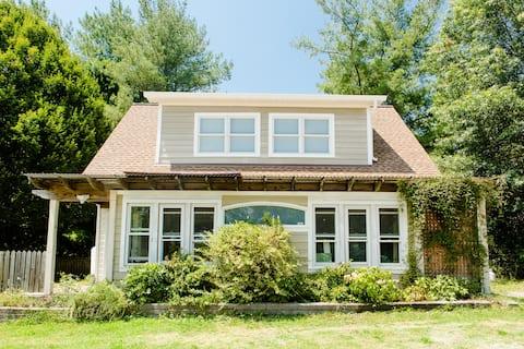 Loudoun County Cottage - Lower Apt. (of 2 units)