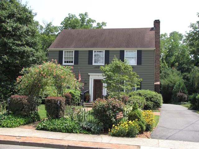 "Small Town Charm - Historic ""City"" - Bordentown - House"
