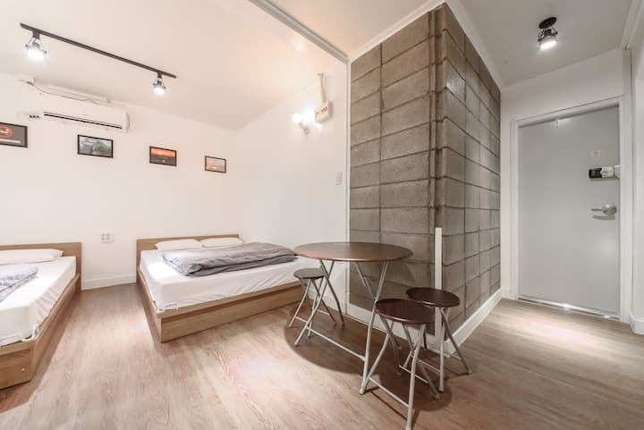 Itaewon Yellow Guesthouse-Family room w bathroom2