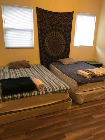 PRIVATE MASTER bedroom near Exposition Park