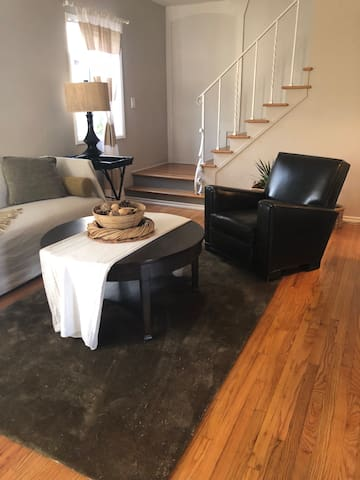 LARGE Private Rm. Townhouse/Deck/Backyard