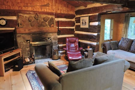 Enjoy the ISOLATION - Log Cabin in the Woods