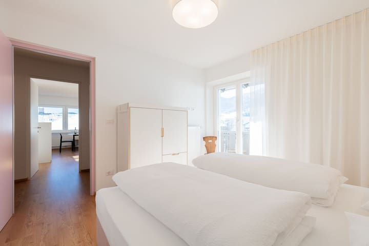 "Modern ""Hus Apartment - Nr. 5"" with Balcony, Garden & Wi-Fi; Parking Available"