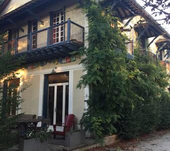 Chambre dans une guinguette en bord de Seine - Rueil-Malmaison - Apartment