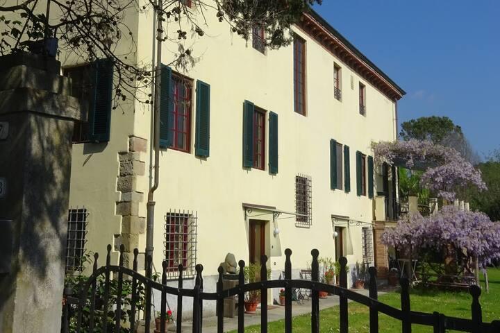 Appartamento di 80m in Villa storica a Lucca