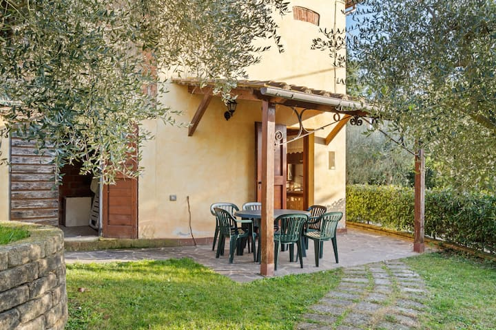 Cozy Holiday Home in Castiglione del Lago with Swimming Pool