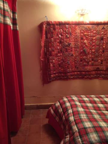 Chambre lit simple à l'étage
