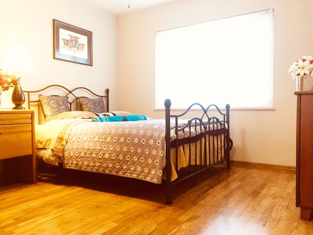 Nice Bedroom in 2000 SQFT House,By I-5,99,UOP,Macy