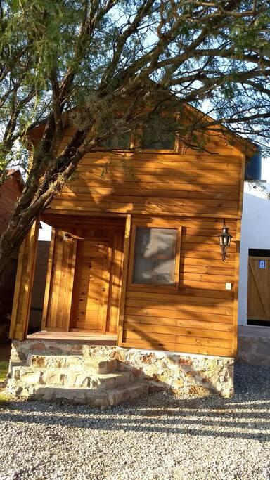 Preciosa cabaña para cuatro personas, acogedora y rústica.