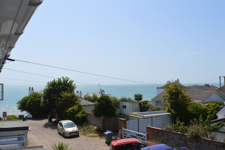 ⭐️ Stunning  seaside house⭐️Sea Views and parking