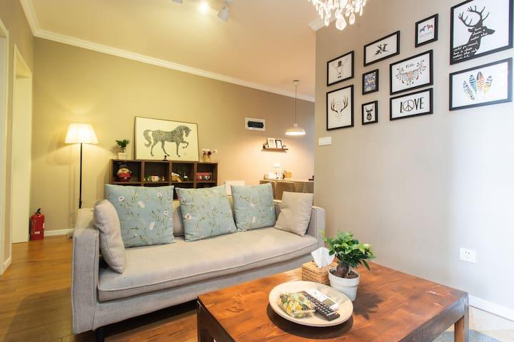 【糖豆家·爱の公寓】--惊喜之旅!北欧风地铁口温馨2居室,奥体、青奥演唱会,工大、审计,您南京的家。