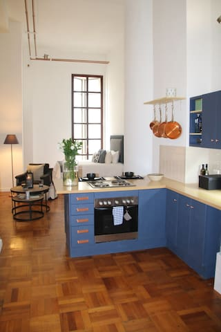 Central Art Deco Apartment - Reduced pricing